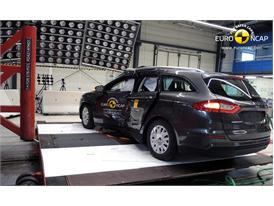 Ford Mondeo  - Pole crash test 2014 - after crash