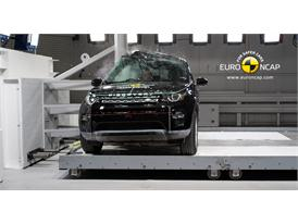 Land Rover Discovery Sport - Pole crash test 2014
