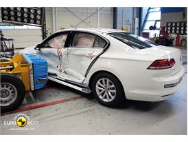 Volkswagen Passat  - Side crash test 2014