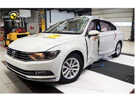 Volkswagen Passat  - Pole crash test 2014 - after crash