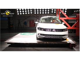 Volkswagen Passat - Pole crash test 2014