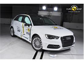 Audi A3 Sportback e-tron  - Side crash test 2014