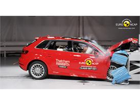 Audi A3 Sportback e-tron  - Frontal crash test 2014