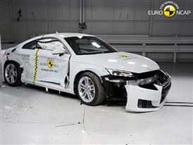 Audi TT  - Side crash test 2015