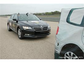 Skoda Superb  - AEB test 2015