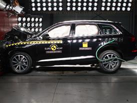 Audi Q7 - Frontal Full Width Test 2015
