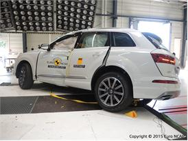 Audi Q7 - Pole Crash Test 2015 - After Crash