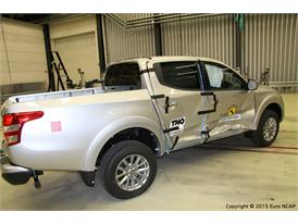 Mitsubishi L200  - Side Crash Test 2015