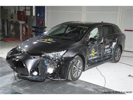 Toyota Avensis  - Side crash test 2015
