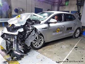Renault Mégane - Frontal Offset Impact test 2015 - after crash