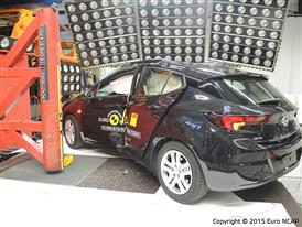 Opel-Vauxhall Astra  - Pole crash test 2015 - after crash