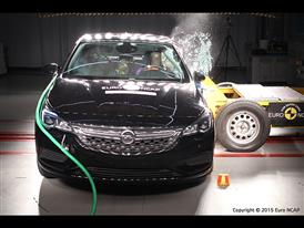 Opel-Vauxhall Astra  - Side crash test 2015