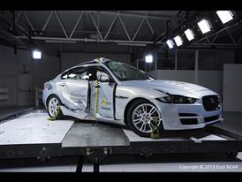 Jaguar XE  - Pole crash test 2015 - after crash