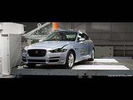 Jaguar XE  - Pole crash test 2015