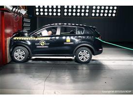 Kia Sportage - Frontal Full Width test 2015