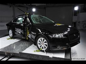 Jaguar XF  - Pole crash test 2015 - after crash