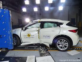 Infiniti Q30 - Pole crash test 2015 - after crash