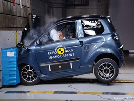 Microcar M.GO Family Frontal crash test 2016
