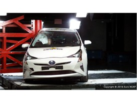 Toyota Prius - Pole crash test 2016