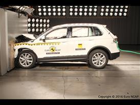 Volkswagen Tiguan - Frontal Full Width test 2016