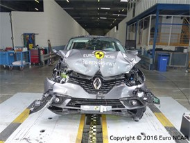 Renault Scenic - Frontal Full Width test 2016 - after crash