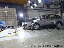 Peugeot 3008 - Frontal Offset Impact test 2016 - after crash