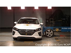 Hyundai Ioniq - Side crash test 2016