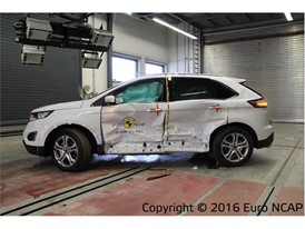 Ford Edge  - Side crash test 2016 - after crash