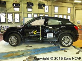 Audi Q2  - Pole crash test 2016 - after crash