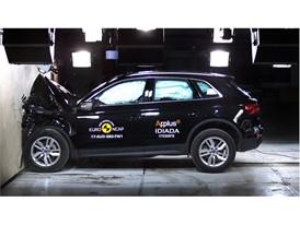 Audi Q5 - Frontal Full Width test 2017