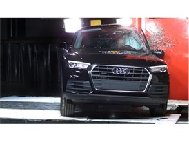 Audi Q5 - Pole crash test 2017