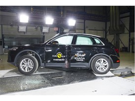 Audi Q5 - Pole crash test 2017 - after crash