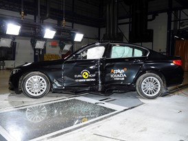 BMW 5-Series  - Pole crash test 2017 - after crash