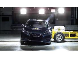 Nissan Micra - Side crash test 2017