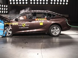 Opel Insignia - Frontal Offset Impact test 2017