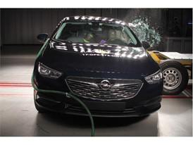 Opel Insignia - Side crash test 2017