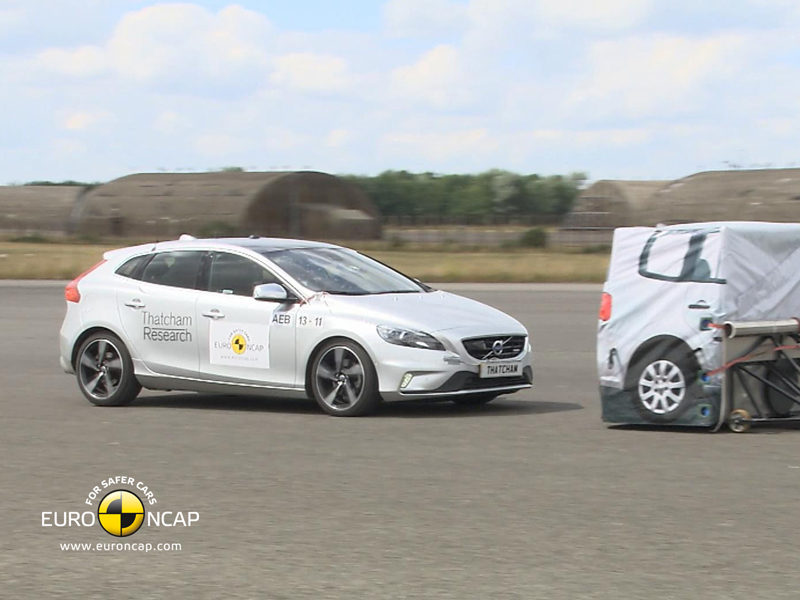 Volvo V40 - AEB Tests 2013