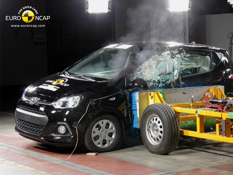 Hyundai i10 - Side crash test 2014