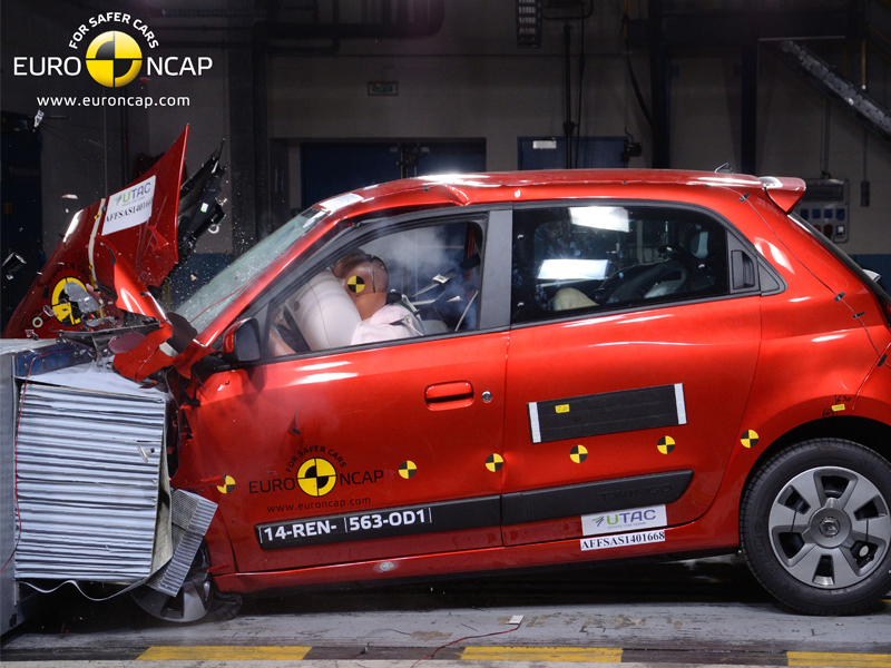Renault Twingo  - Frontal crash test 2014
