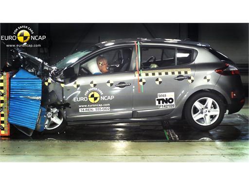 Renault Megane Hatch Reassessment  - Frontal crash test 2014