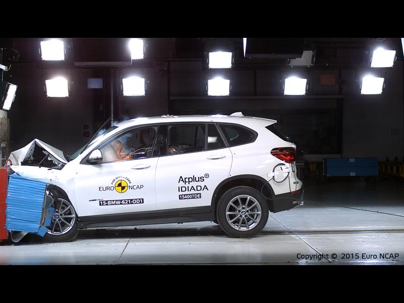 BMW X1 - Frontal Offset Impact test 2015