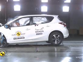 Nissan Pulsar - Crash Tests 2014