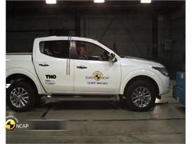 Mitsubishi L200 - Crash Tests 2015