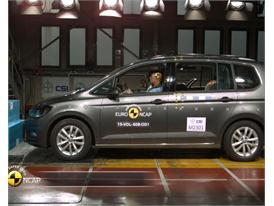 VW Touran - Crash Tests 2015