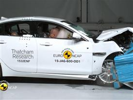 Jaguar XE - Crash Tests 2015