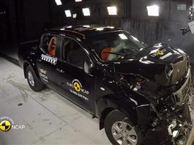 Nissan NP300 Navara- Crash Tests 2015