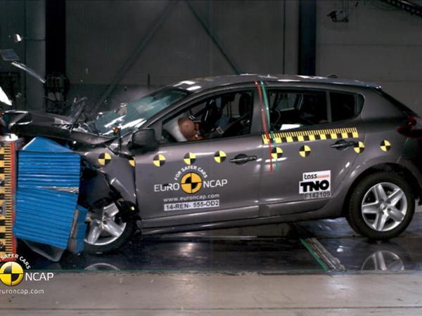 Renault Megane Hatch- Crash Tests 2014