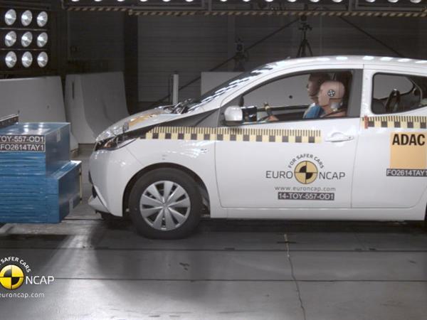 Toyota Aygo - Crash Tests 2014 - with captions