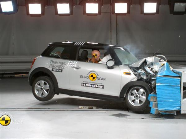 MINI Cooper - Crash Tests 2014