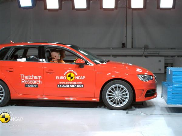 Audi A3 Sportback e-tron - Crash Tests 2014 - with captions
